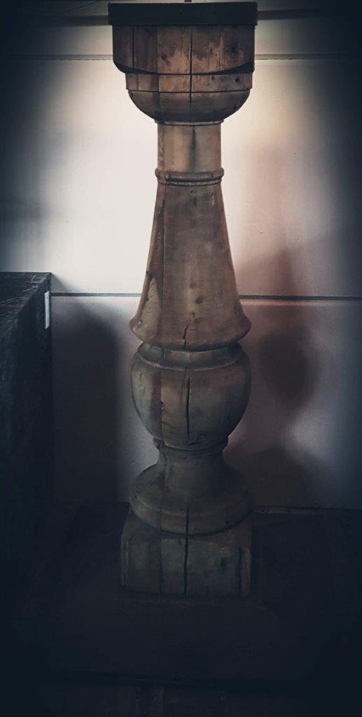 Close-up van balustervoet van stalamp door Antérieur Authentique