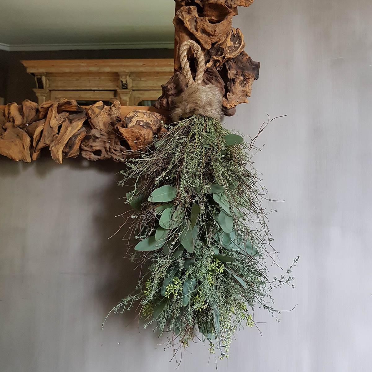 Foto van toef van mos, wilde thijm en eucalyptus voor index webshop Antérieur Authentique