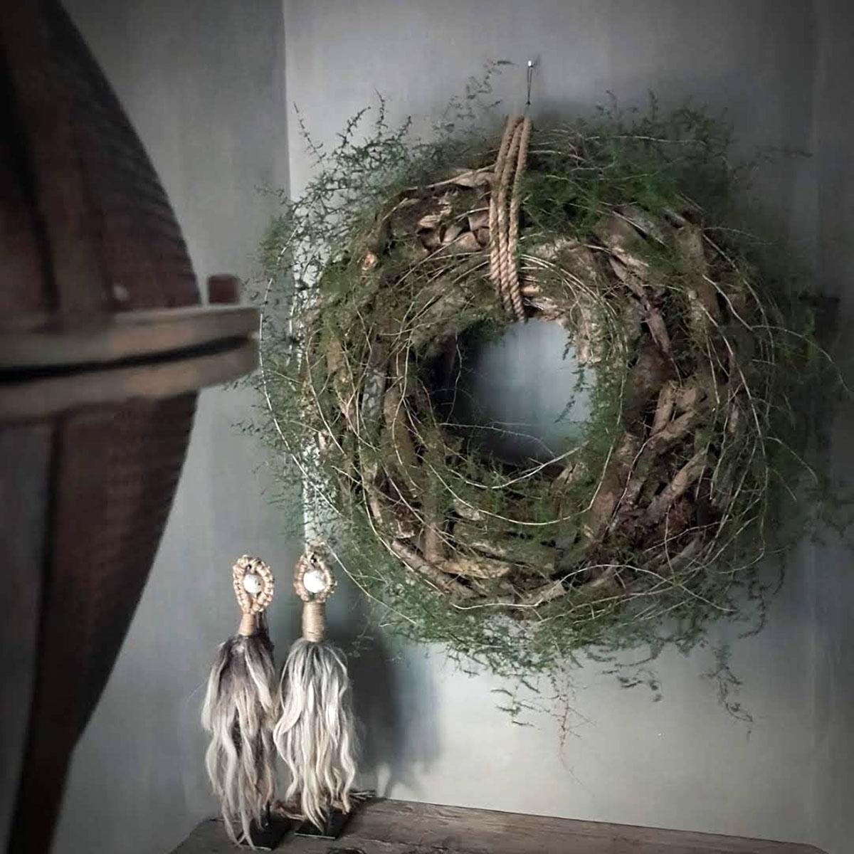 Afbeelding van krans drijfhout wilde asparagus op schouw voor gebruik in webshop van Antérieur Authentique
