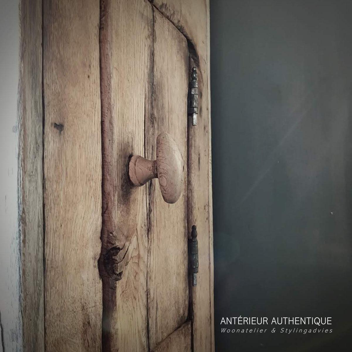 Productafbeelding van kastje oud eiken (deurtjes) voor illustratie in Antérieur Authentique webshop