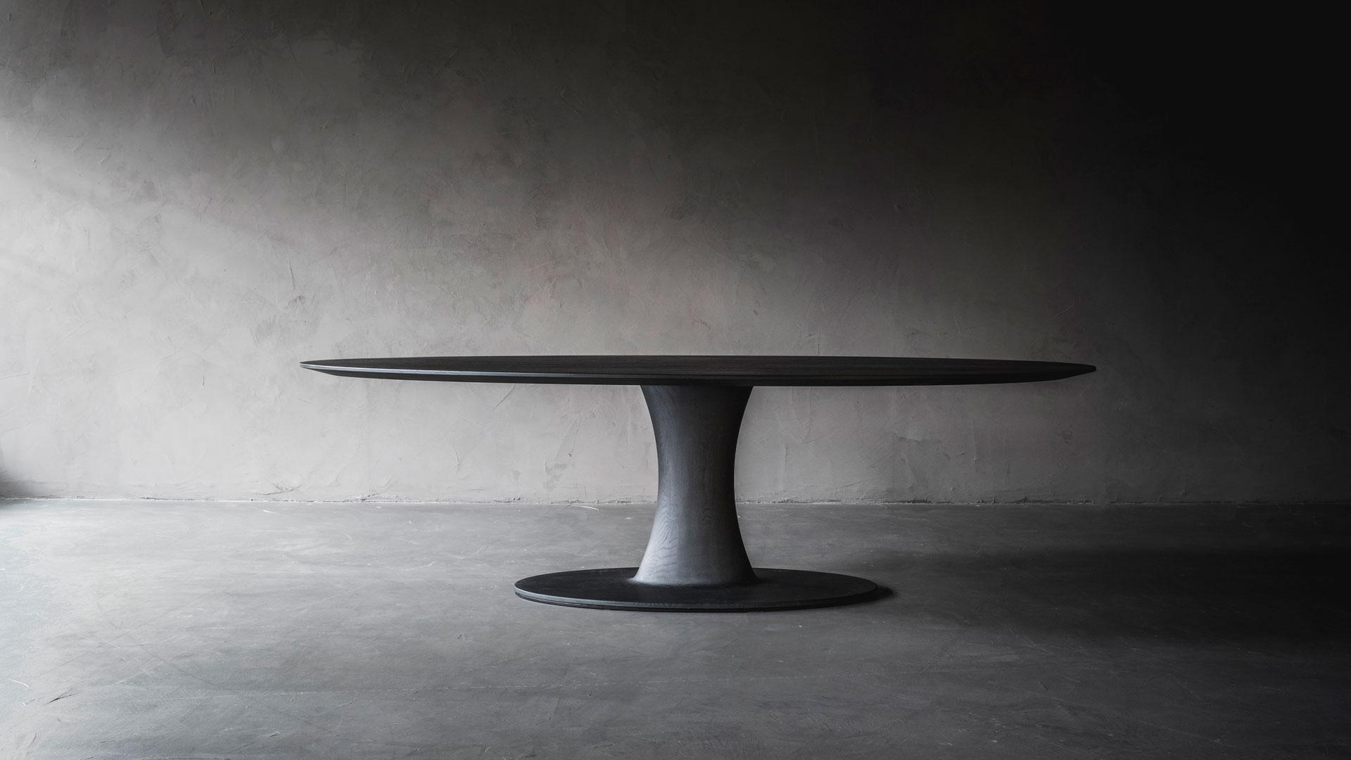 Afbeelding van L'Authentique 'Nova' Dining Table voor gebruik op Antérieur Authentique website